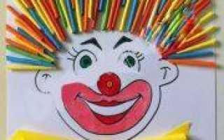 Аппликация клоун из цветной бумаги, ткани и фантиков
