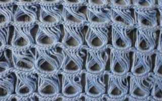 Вяжем вытянутые петли спицами по схемам, формируем узоры