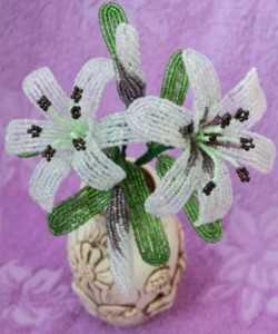 Нежная лилия в вазе