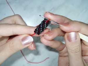 Учимся вязать бисерный жгут